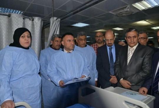 زيارة نقيب اطباء العراق الدكتور عبد الامير محسن حسين الى الزميل الطبيب المصاب في ردهة العناية المركزة