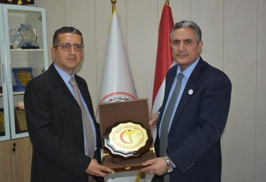تكريم الدكتور (ثامر الحلفي) ممثل منظمة الصحة العالمية في العراق بدرع