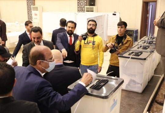 جرت صباح اليوم الجمعة الموافق 8 كانون الثاني 2021 إنتخابات نقيب الأطباء العام واعضاء مجلس النقابة في مقر نقابة أطباء العراق